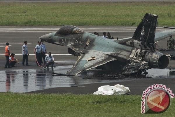 Kronologi F-16 gagal takeoff dan Terbakar