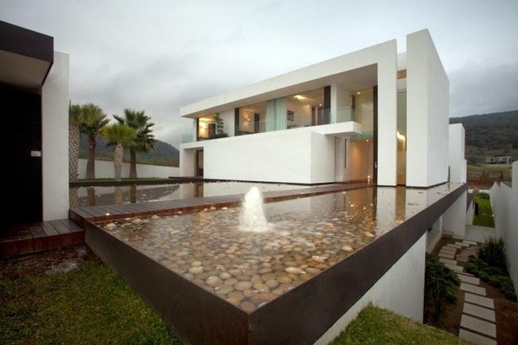 Pond in front of Casa del Agua by Almazán Arquitectos Asociados