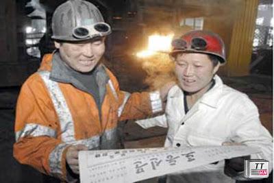 Nhân dân lao động Triều Tiên nhiệt liệt ủng hộ chính sách củng cố an ninh của đảng và nhà nước Triều Tiên. Ảnh Reuters