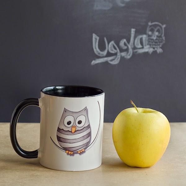 mugg med tecknad uggla och äpple