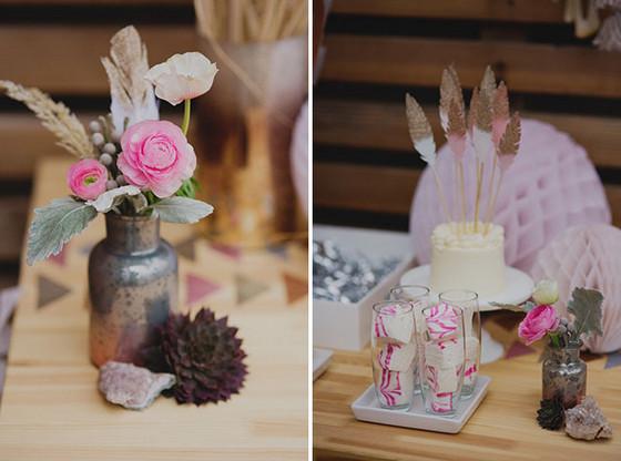 imagen_fiesta_fin_año_chicas_brillo_flores_dulces_mesa