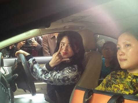 FOTO DETIK DETIK DEPE DI PENJARA 3 BULAN 2014 Dewi Persik Siapkan Permohonan PK