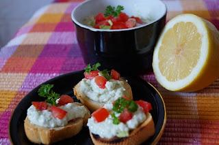 Bruschete cu Guacamole si gorgonzola