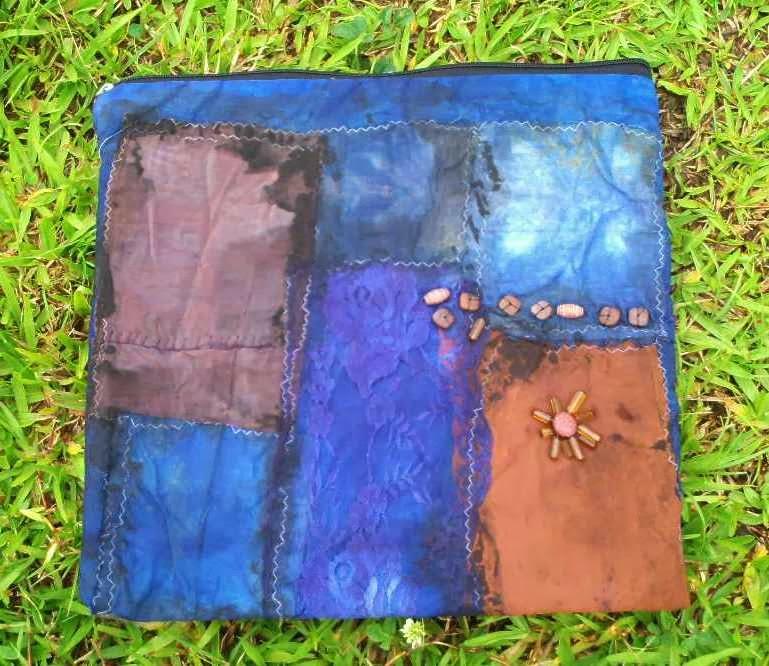 bolsa de retalhos estampados, tingidos e boredados