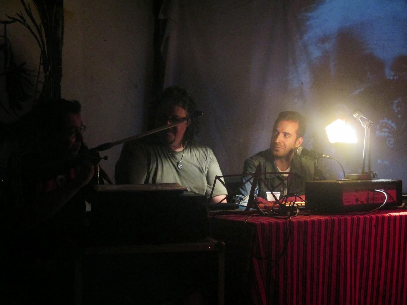 Junto a dos poetas argentinos: Carlos J. Aldazábal (a la izquierda) y Héctor Urruspuru.
