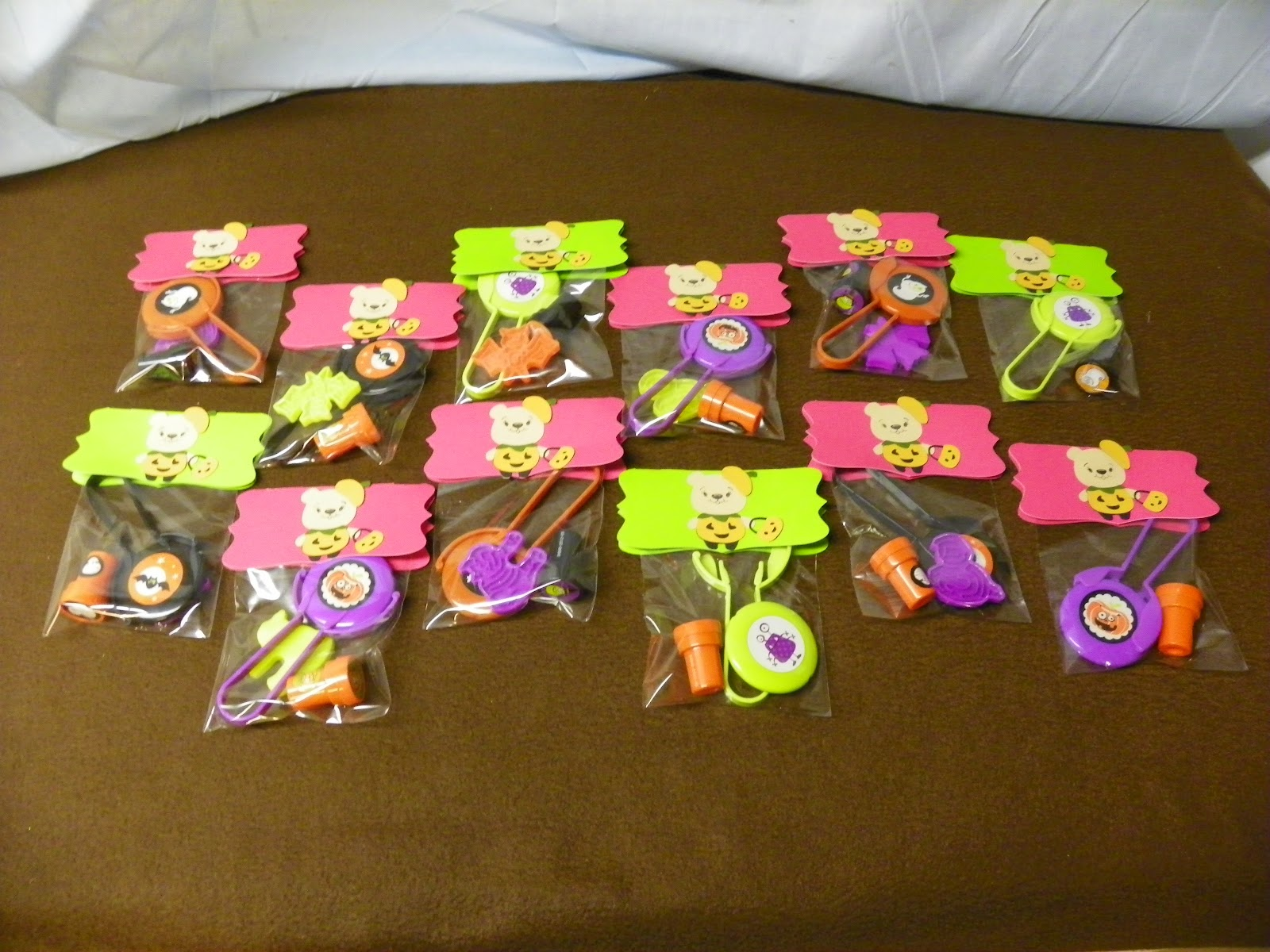 scrappin with the bug: halloween goody bags
