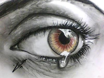 رسم عين بالرصاص والفحم