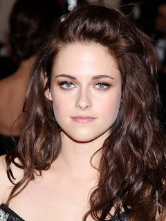 'Twilight' star Kristen Stewart is still in love with Robert Pattinson