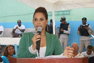 Betty Gerónimo celebra día del padre a reclusos del penal de la victoria