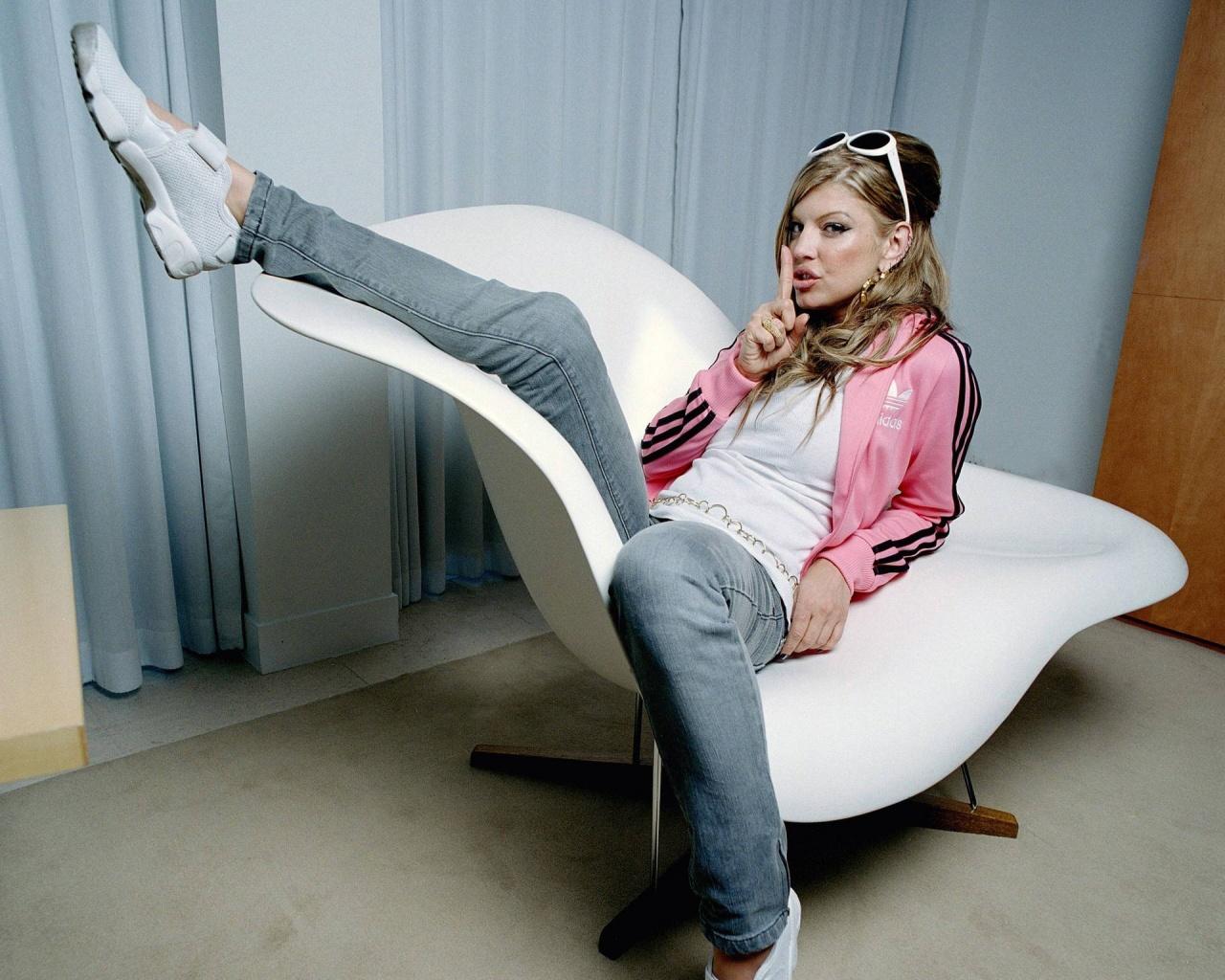 http://4.bp.blogspot.com/-3CnVVOd-mGk/Tg51uQMD67I/AAAAAAAAAqI/OlRODi43S7w/s1600/sexy-girl-1021-1280x1024.jpg