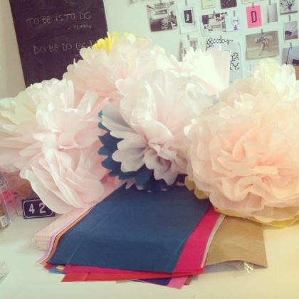 Mit skrivebord - fyldt med blomster