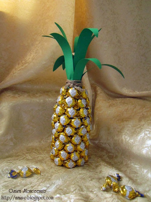 композиция из конфет ибутылки шампанского, ананас из конфет