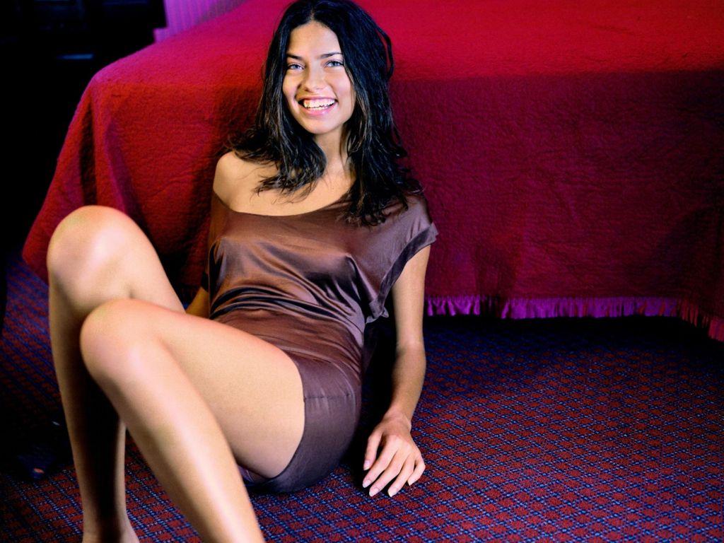 http://4.bp.blogspot.com/-3DU1HeAUNiM/Tls8odzUbkI/AAAAAAAABlU/2mdT6OeO3NY/s1600/Adriana-Lima-64.JPG