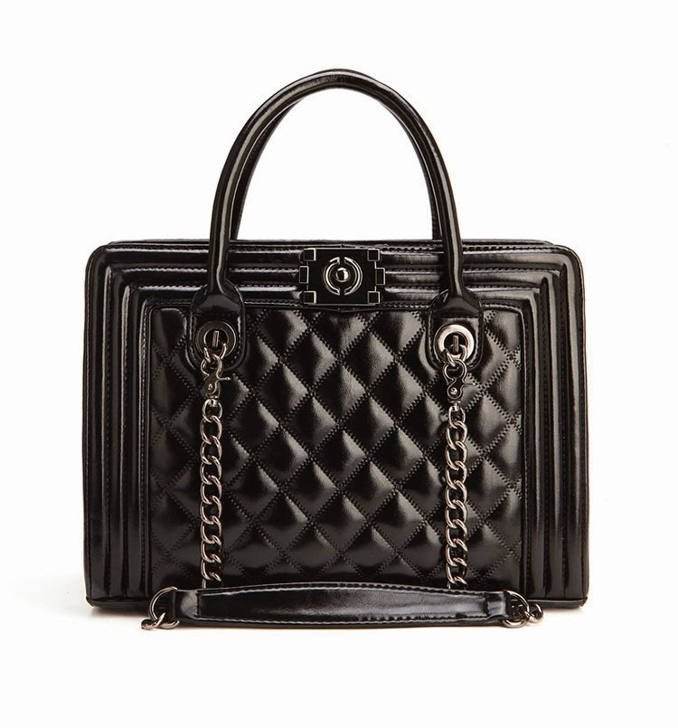 http://www.stylemoi.nu/retro-tote-with-quilted-panel.html