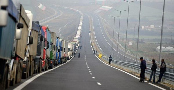 «Εκδίκηση» θέλουν οι Βούλγαροι οδηγοί φορτηγών οι οποίοι ετοιμάζουν να κλείσουν τα σύνορα με την Ελλάδα το Πάσχα αλλά και το καλοκαίρι !
