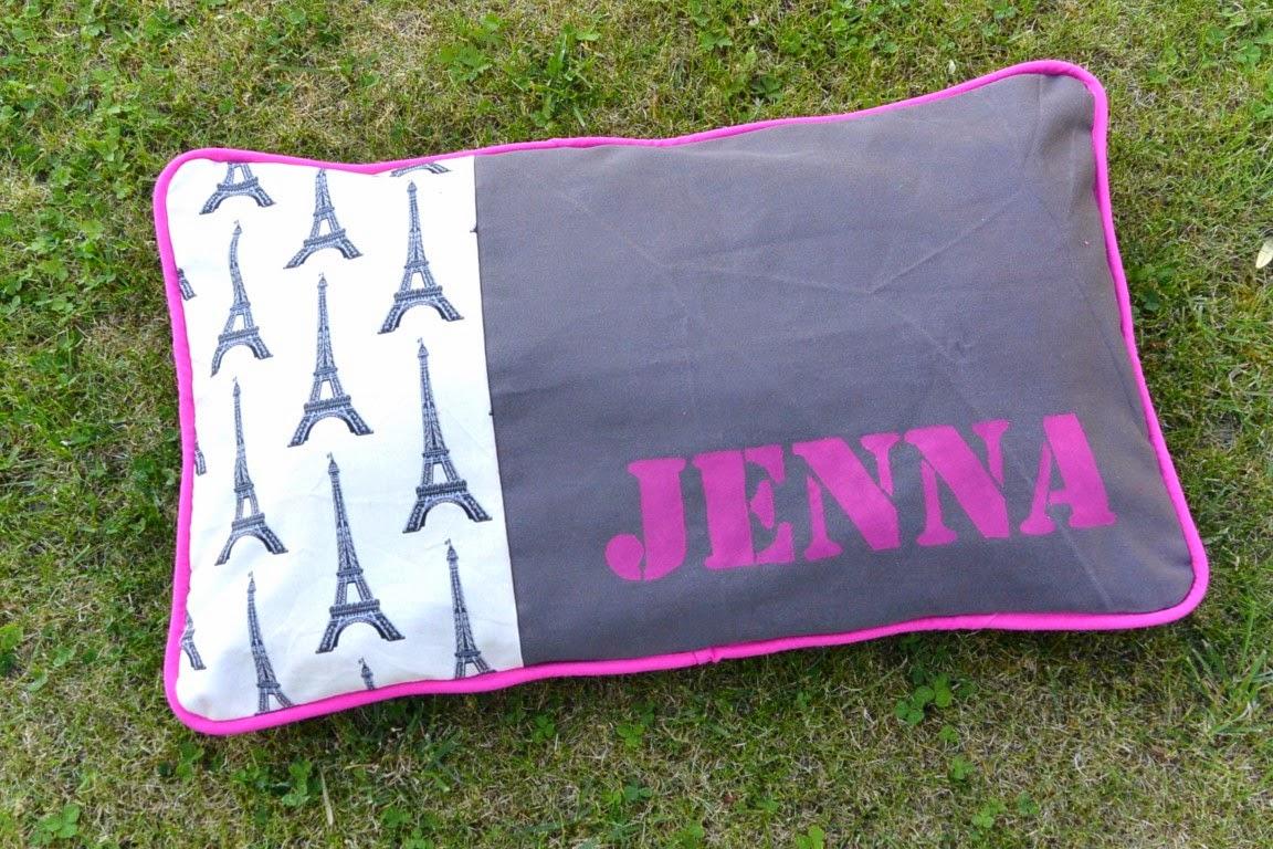 Housse de coussin prénom personnalisé Jenna, rose fuschia, gris, tour Eiffel. 30 x 50 cm