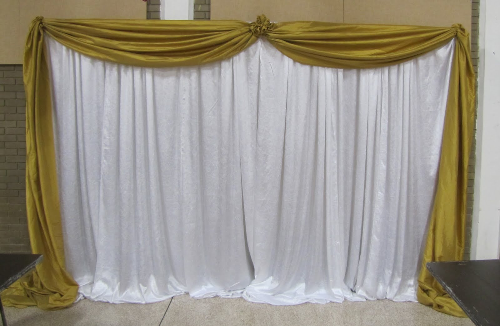 Party people event decorating company gold and white for Backdrop decoration