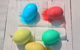huevos de pascua al sol