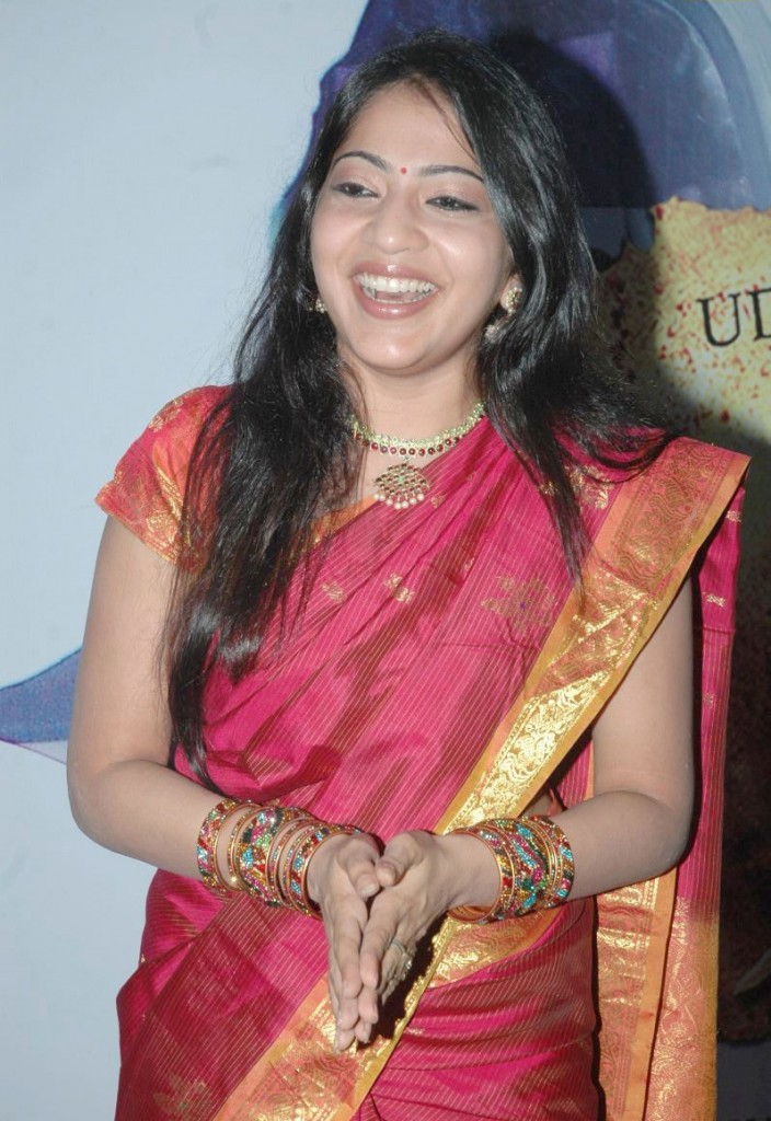 http://4.bp.blogspot.com/-3EG5zRswIY0/ThA_enhOjjI/AAAAAAAAbyE/FvNuxWGqGSg/s1600/tv+anchor+ramya+hot+sari+stills+7.jpg