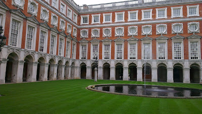 (England) – Visiting Hampton Court in London