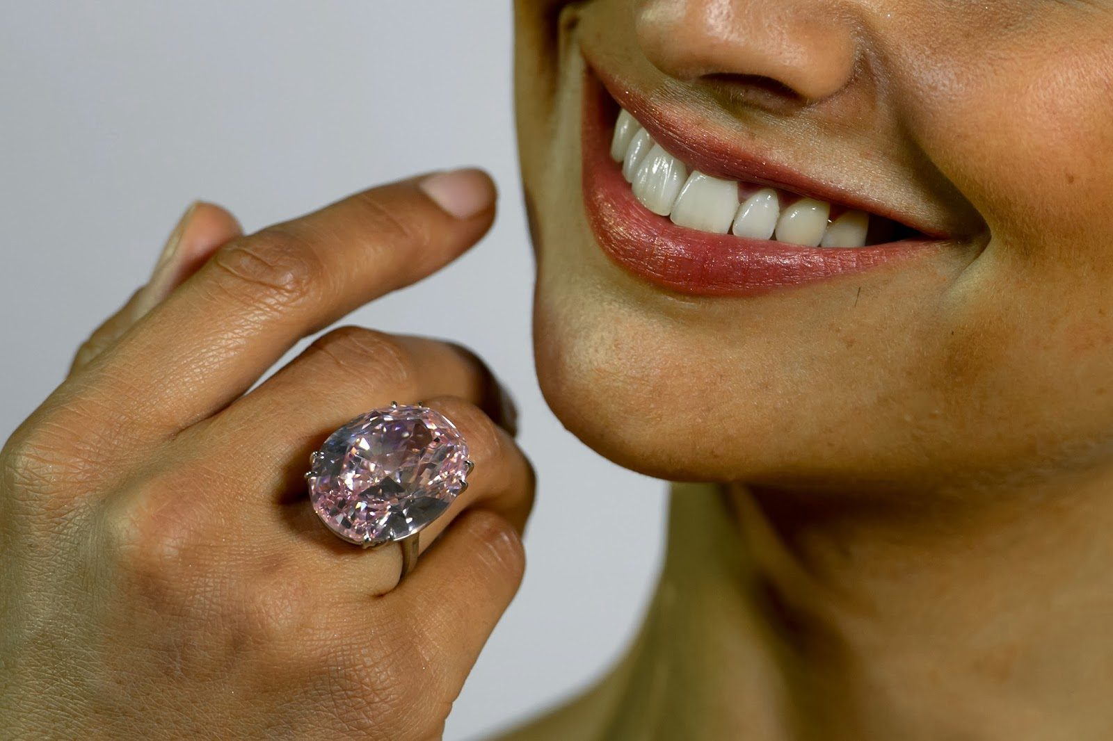 59.6-carat, Auction, Business, Diamond, Diamond Auction, Economy, Geneva, Model, Most Expensive, News, Oval-cut, Pink Diamond, Pink Panther, Pink Star, Ring, Sotheby, Stone, Swiss, World Record,