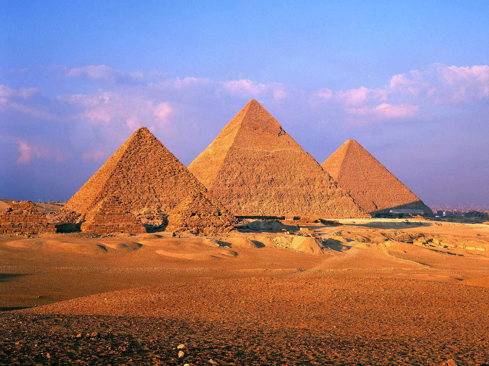 http://4.bp.blogspot.com/-3F-scZcztzs/T_71PTWh2rI/AAAAAAAAEzw/jnB-VaodCiM/s1600/Egyptian-Pyramids-HD-Wallpaper-2.jpg
