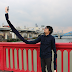 Malu menggunakan Tongsis, Lelaki ini buat Lengan Selfie