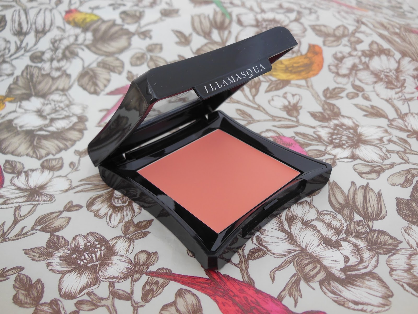 Illamasqua Velvet Blusher Flirtatious