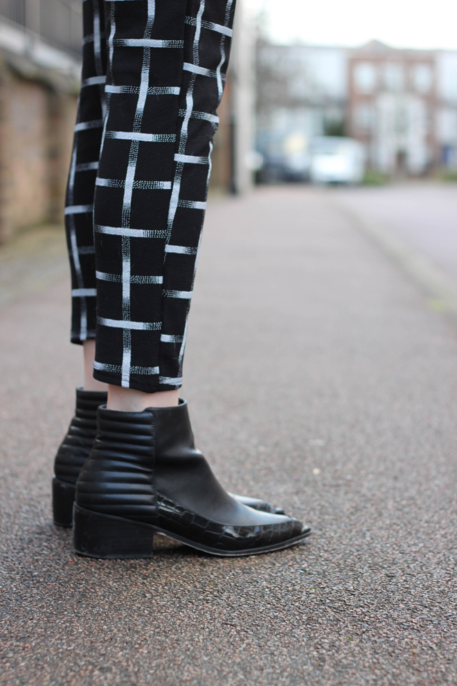 Gride checked trousers and pointed black boots - the goodowl