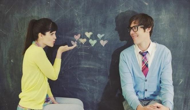 Trik Berhenti Jatuh Cinta pada Orang yang Salah