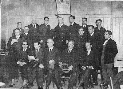 Componentes del Club Ajedrez Barcelona en su local del Café Condal en 1923