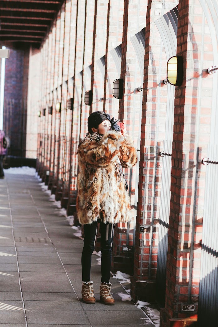 berlin fashion blogger, amy pham thi, mochaby blog, mochaby, fur jacket berlin, berlin rooftop, berlin rooftop shooting, panorama berlin, brown fur jacket, how to keep warm in berlin