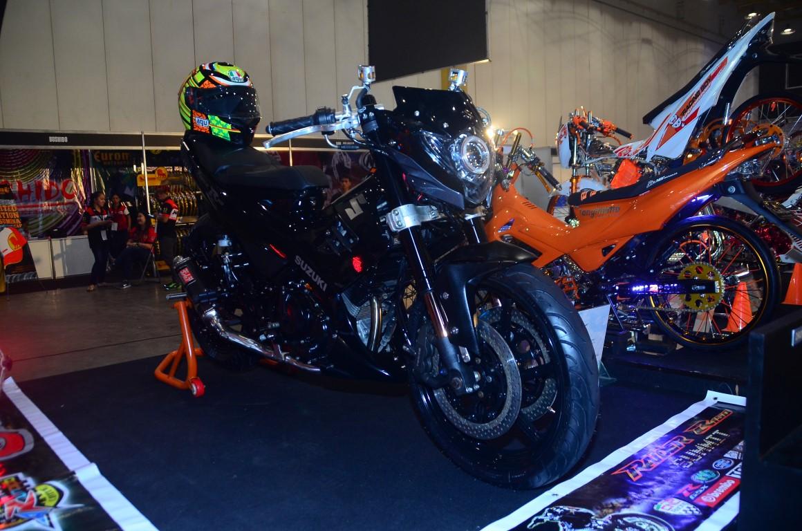 Summit Racing Helmets >> Trail and Urban Rider - Telly Buhay: Suzuki Raider R150 Summit at the World Trade Center