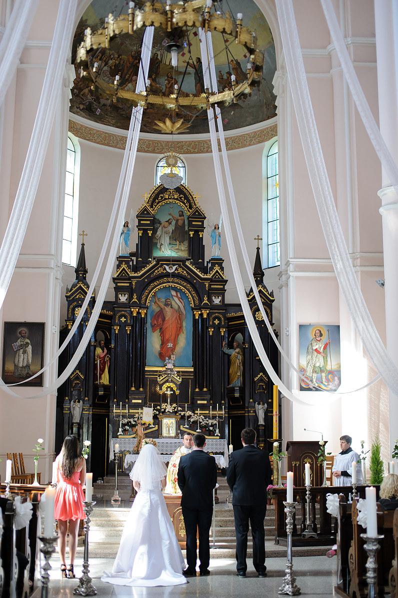 vestuvės Šv. Jono Krikštytojo bažnyčioje Plungėje