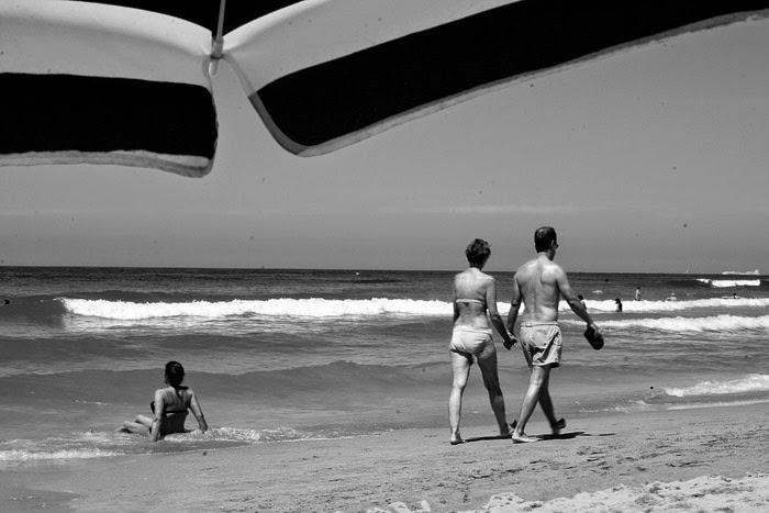 Últimos paseos por la playa antesala del Paraíso que es la Costa gaditana. Termina el verano pero no se cierra la playa.