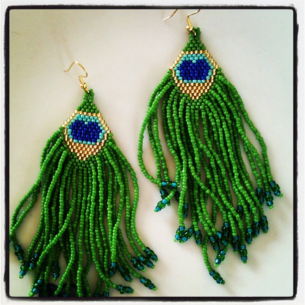 You can find the pattern for these earrings in my book .