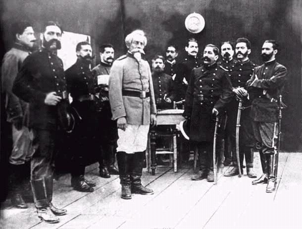 Francisco Bolognesi junto a sus oficiales en Arica