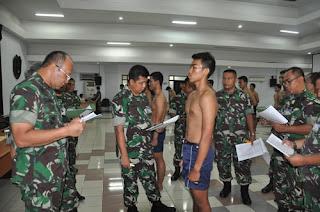 Menjadi penerbang Angkatan Darat