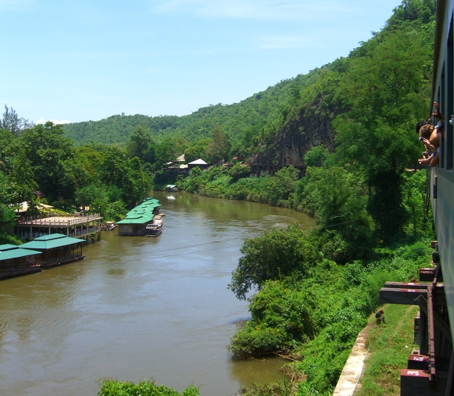 Ride the train through Kwai Noi River
