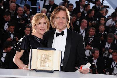 Los productores de El árbol de la vida con la Palma de oro del Festival de Cannes.