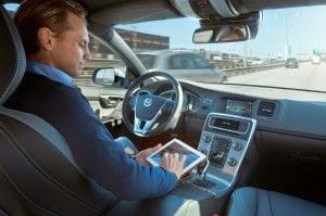Kereta bergerak sendiri Volvo akan membolehkan pemandunya melakukan perkara lain ketika dalam perjalanan ke destinasi.