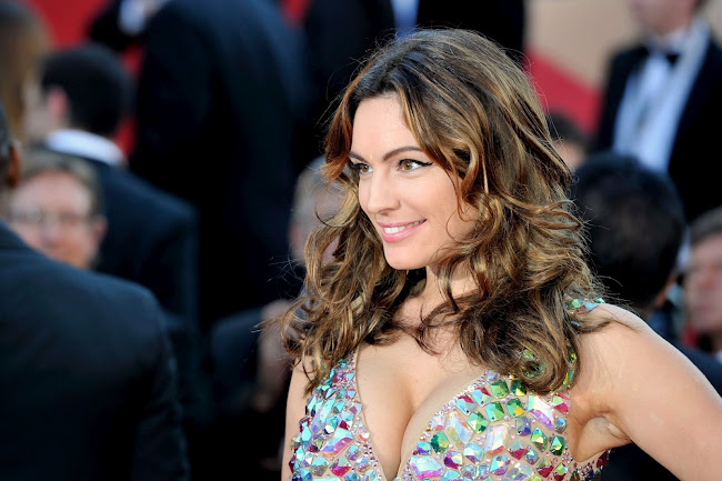 Kelly Brook dazzles on the red carpet in Cannes