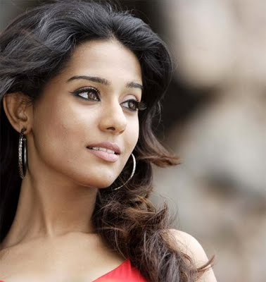 Amrita Rao wants her man to massage her back - Bollywood Wallpapers