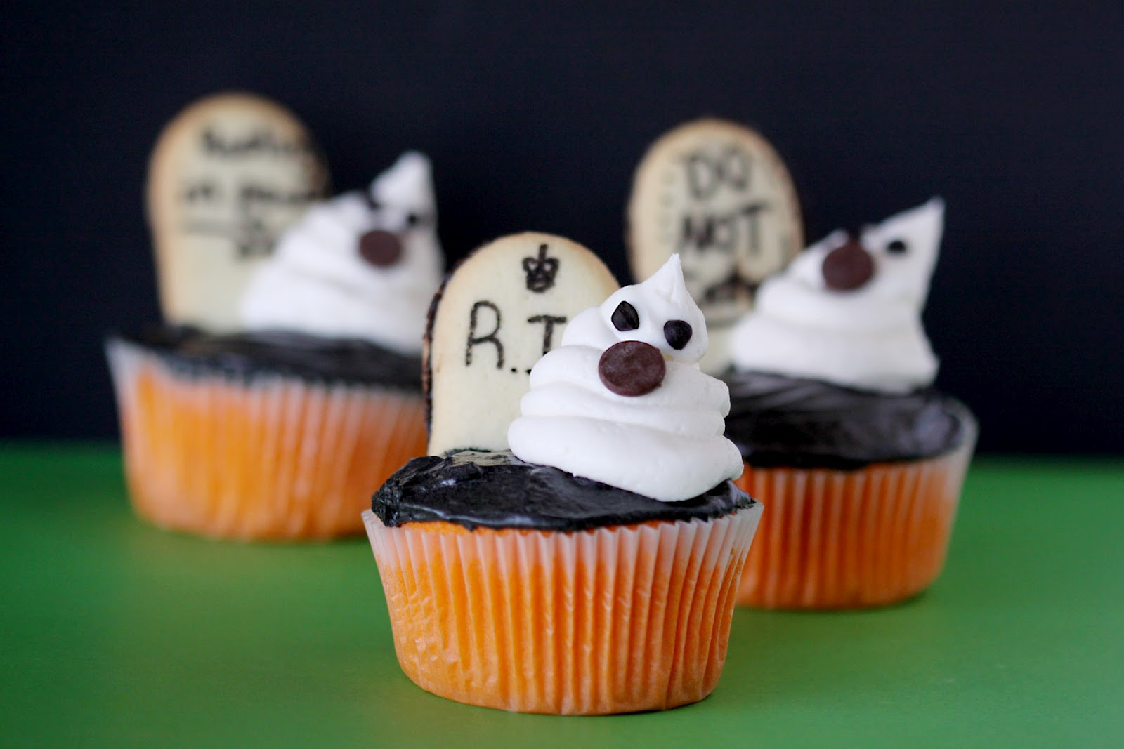 Cute food for kids 48 edible ghost craft ideas for halloween Halloween cupcakes