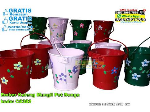 Ember Kaleng Mungil Pot Bunga
