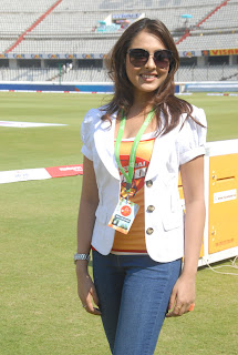 Madhu Shalini in tight T-Shirt Spotted At Chennai Rhinos Vs Kerala Strikers Match