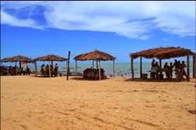 Barracas na orla da praia de Enxu Queimado