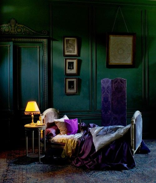 Eye for design decorating dark moody bedrooms - Purple and green living room decor ...