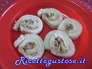 http://www.ricettegustose.it/Antipasti_con_pancarre_html/Rotolini_di_pancarre_tonno_e_carciofini.html