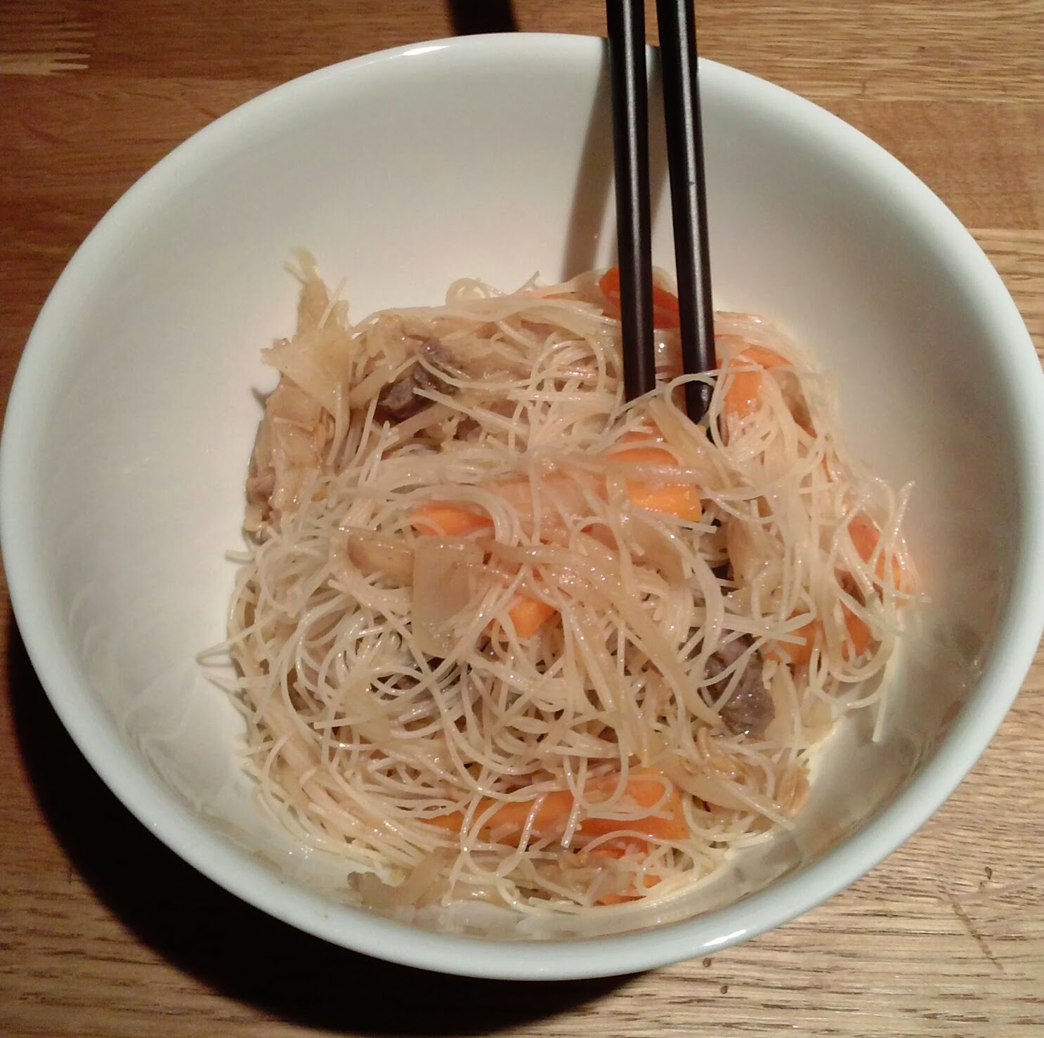 spaghetti di riso matrimonio in cucina